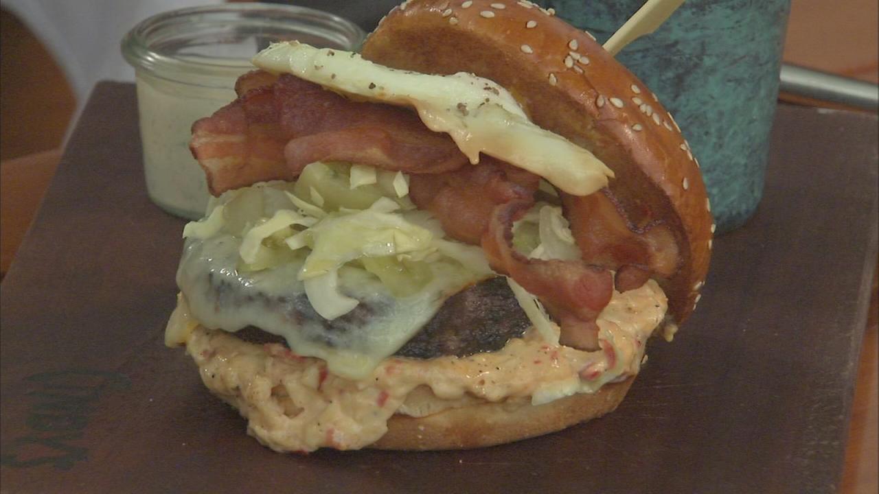Extra Course: Off-menu burger at Cindys