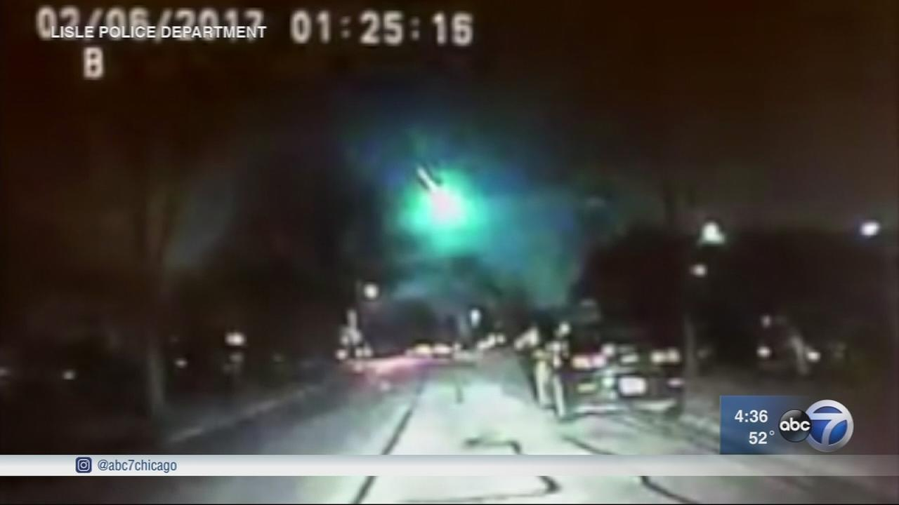 Meteor streaks across sky over Chicago