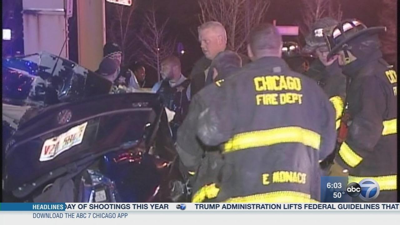 Authorities: 1 dead, 2 injured in East Garfield Park crash