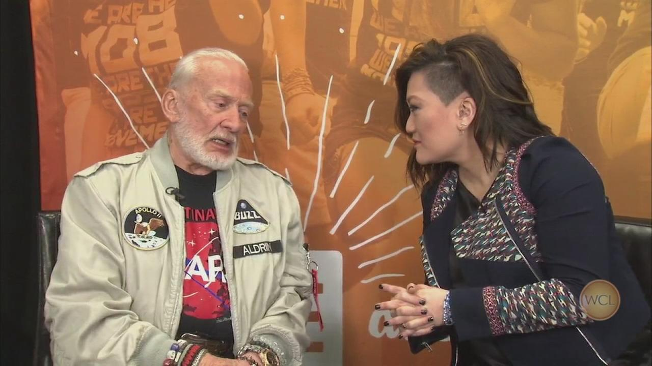 Ji talks to Buzz Aldrin at WE Day in Illinois