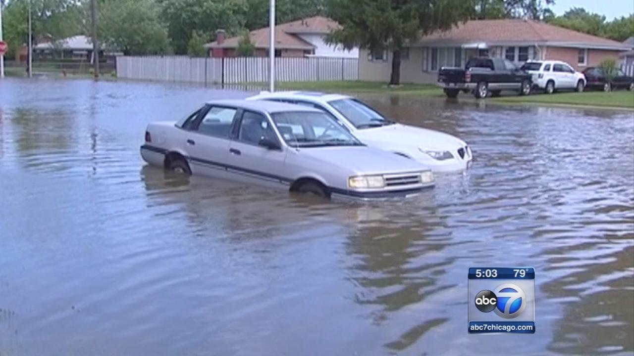 Heavy rains cause flooding throughout Chicago area