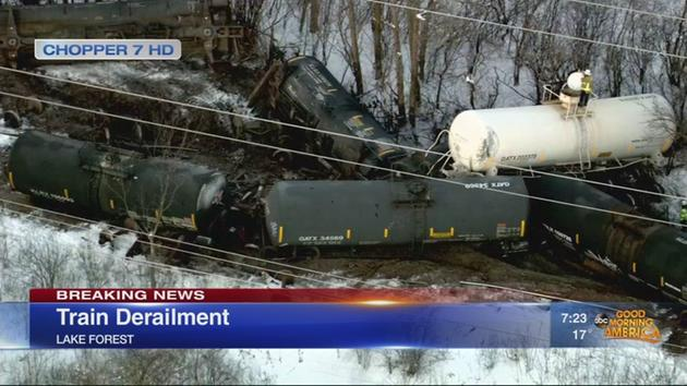 At least 10 cars derail in Lake Forest