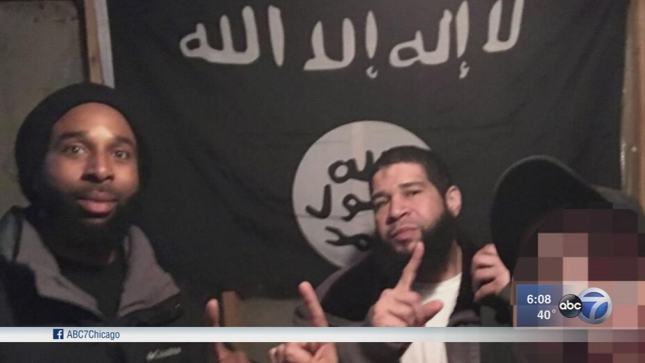 Feds: Chicago pair wanted to fly ISIS flag atop White House