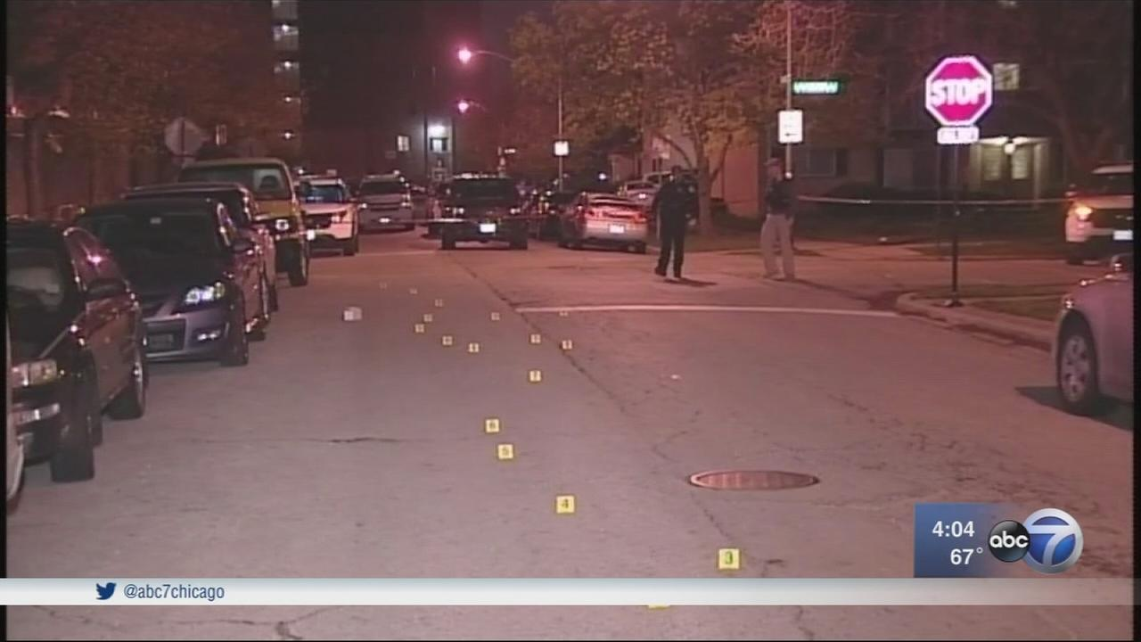 Woman shot by robber while walking home near OHare Airport