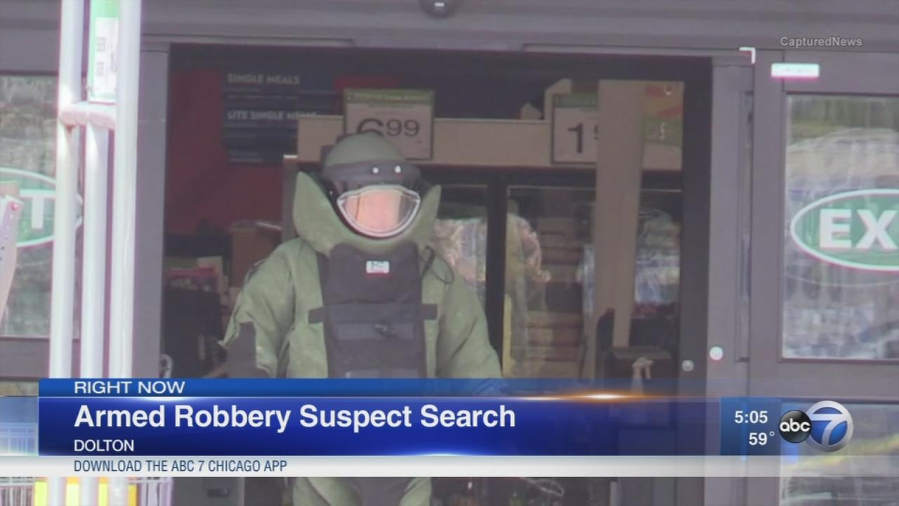Robber leaves apparent pipe bomb behind