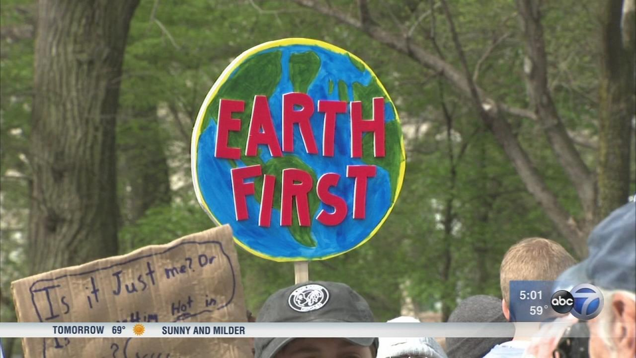 Thousands march in Chicagos March for Science