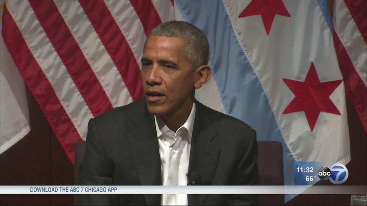 Former President Obama meets with students at U of C