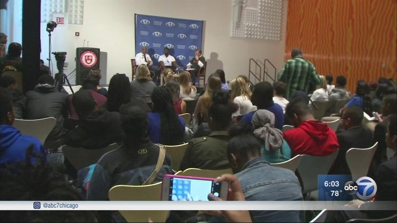 Chicago students work with community leaders to stop violence