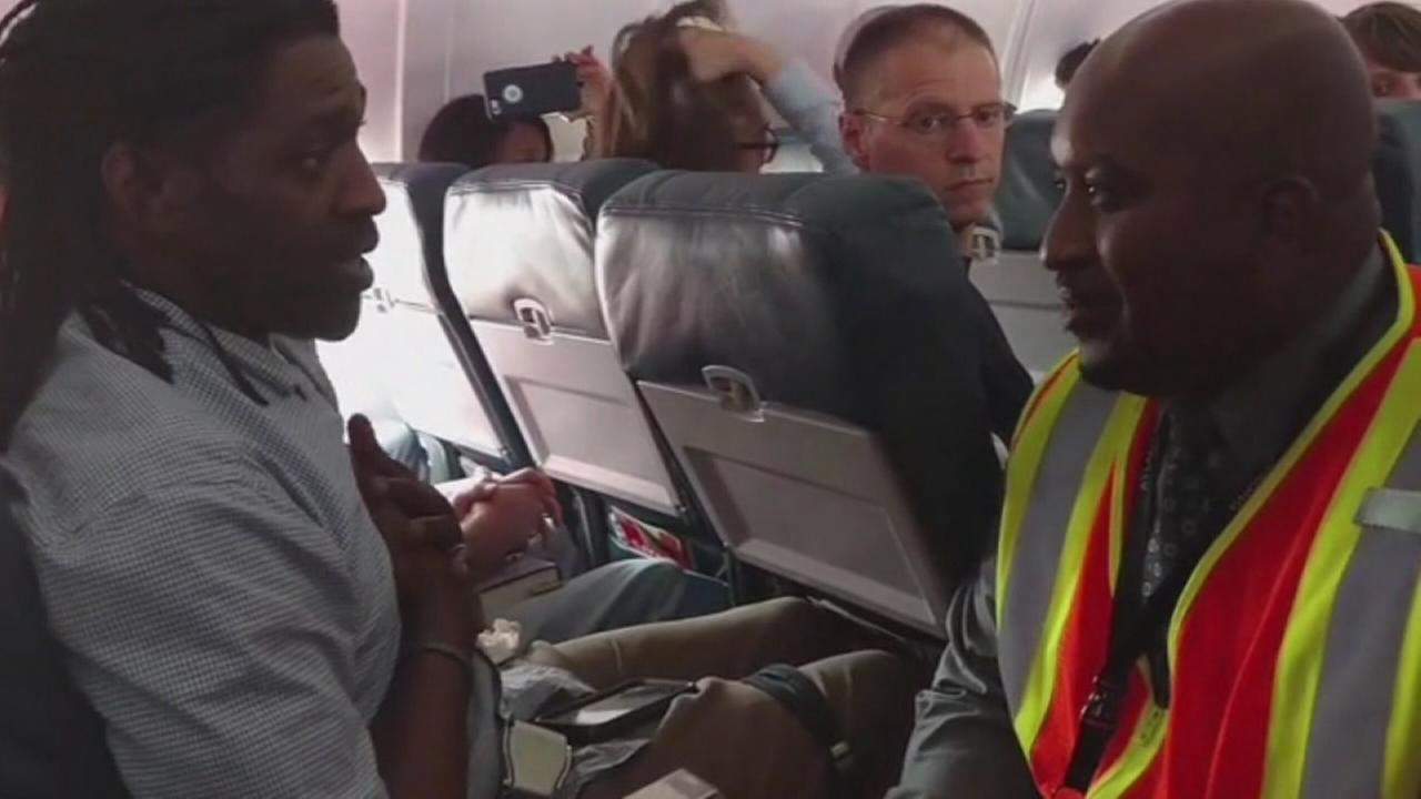 Delta passenger kicked off flight