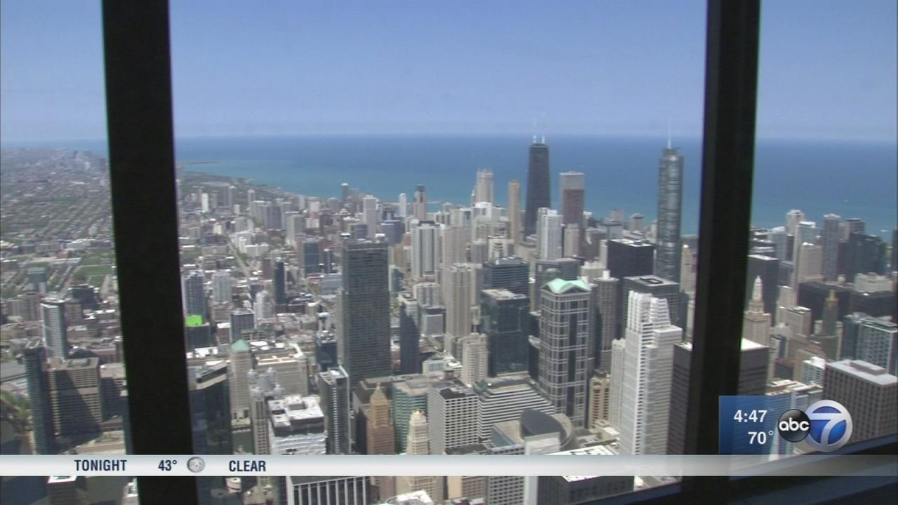 Chicago moms get chance to celebrate Mothers Day on Sky Deck
