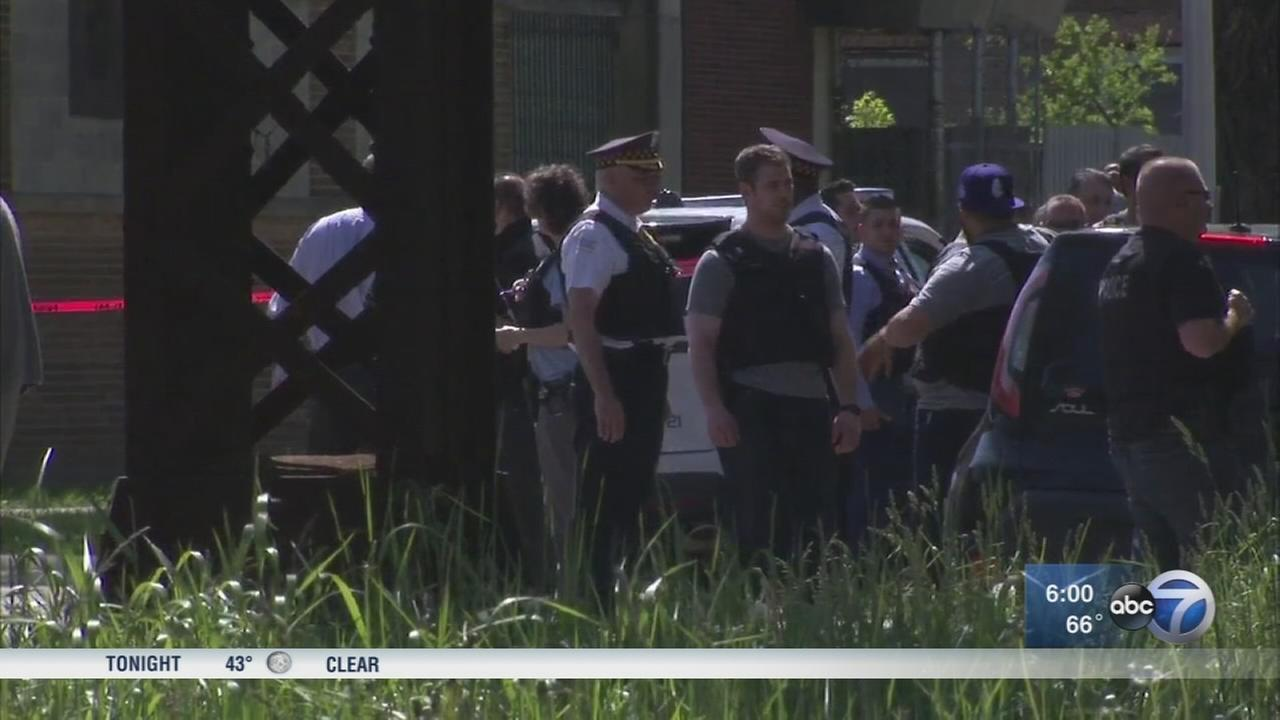 2 shot, including CPD officer, in West Garfield Park