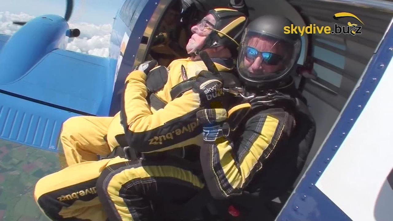 101-year-old WWII veteran breaks skydiving record