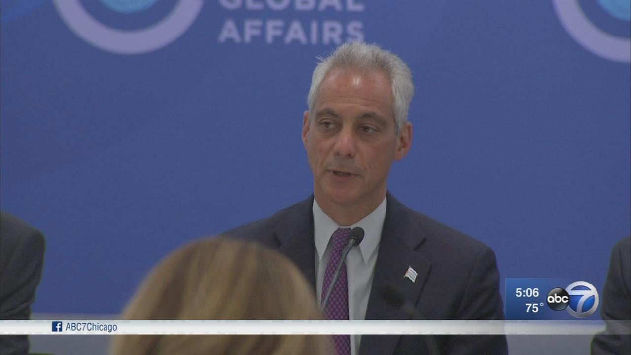 Mayor Emanuel signs order committing Chicago to Paris Agreement