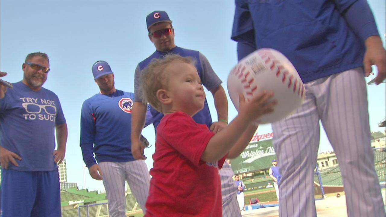 Family battling illnesses get VIP treatment at Cubs game