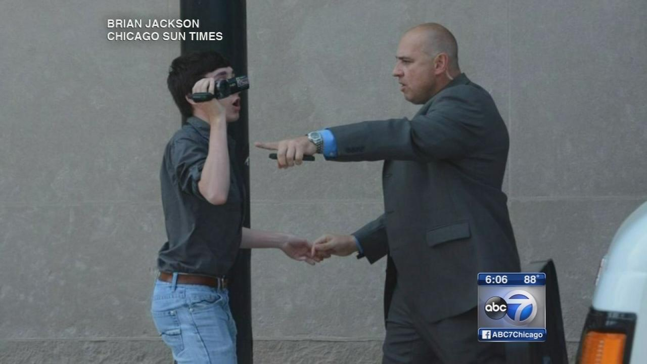 Quinn bodyguard orders Rauner photog ?stay out? of event