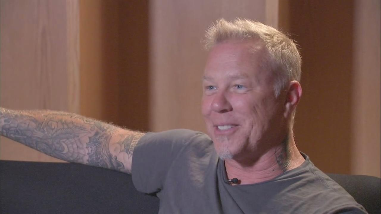 Metallica lead singer shares why he loves Chicago