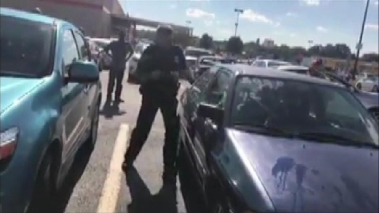 Officer breaks into hot car to save baby