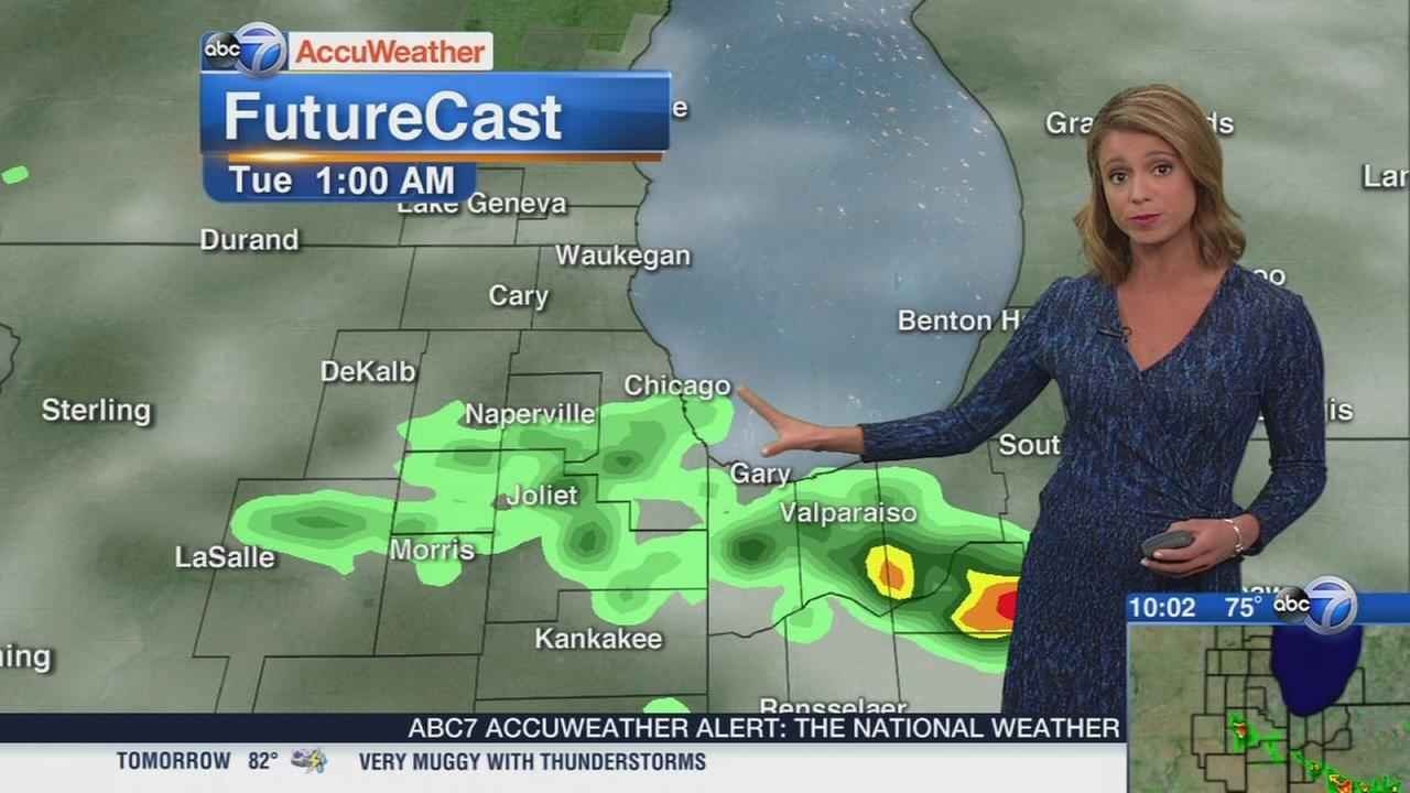 Strong storms south of Chicago Monday night