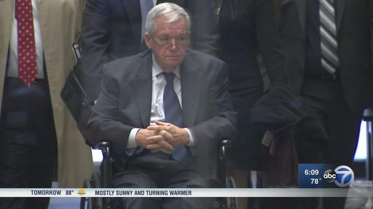 Ex-speaker Hastert returns to IL  to complete sentence