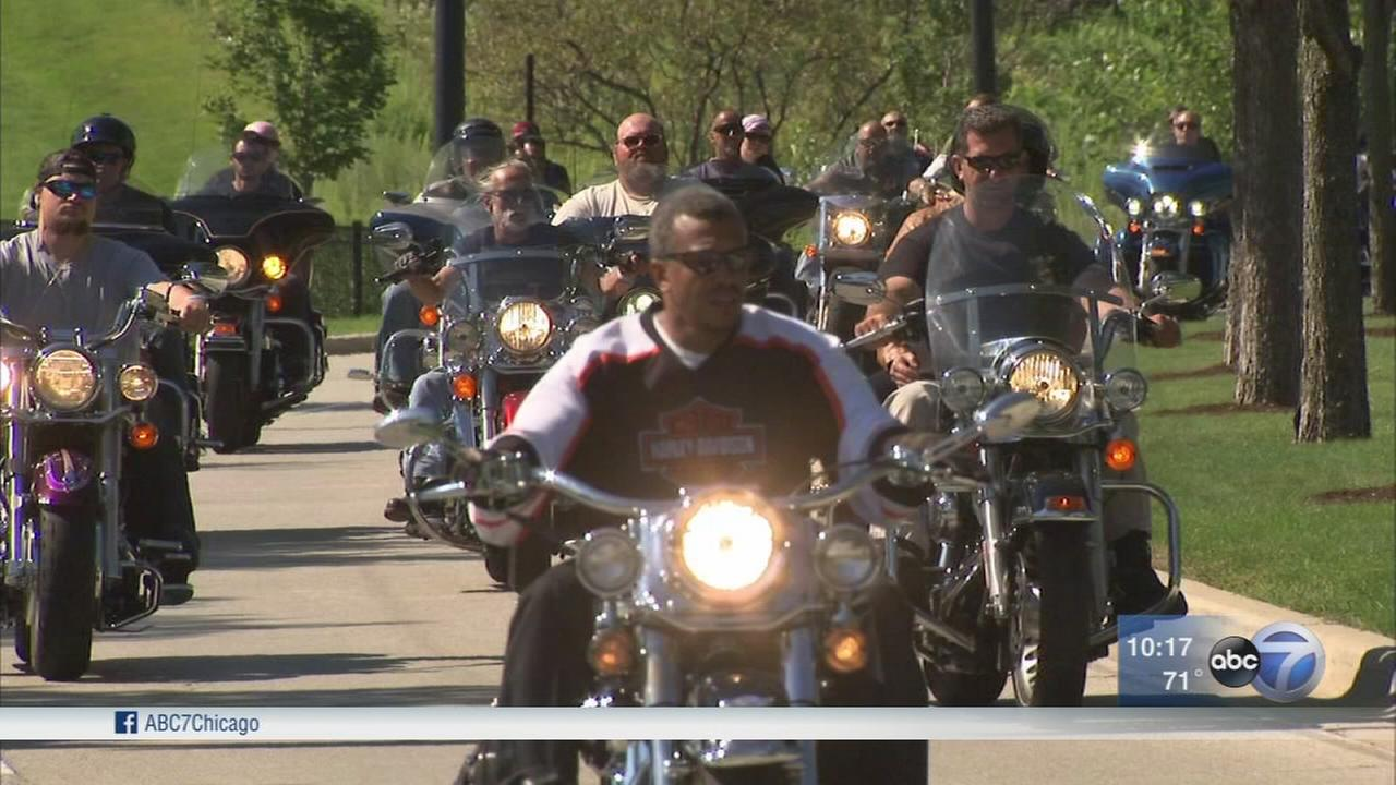 Motorcycle ride honors fallen Chicago police officers