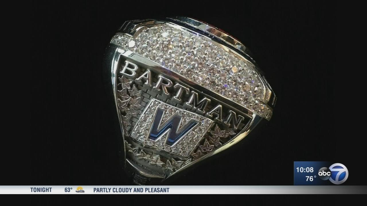 Steve Bartman receives World Series ring from Chicago Cubs
