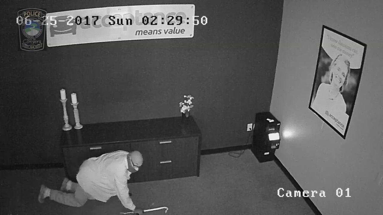 Burglary suspect crawls on ground, breaks into safe