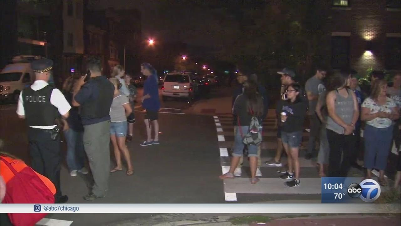 Police, alderman join West Town safety walk