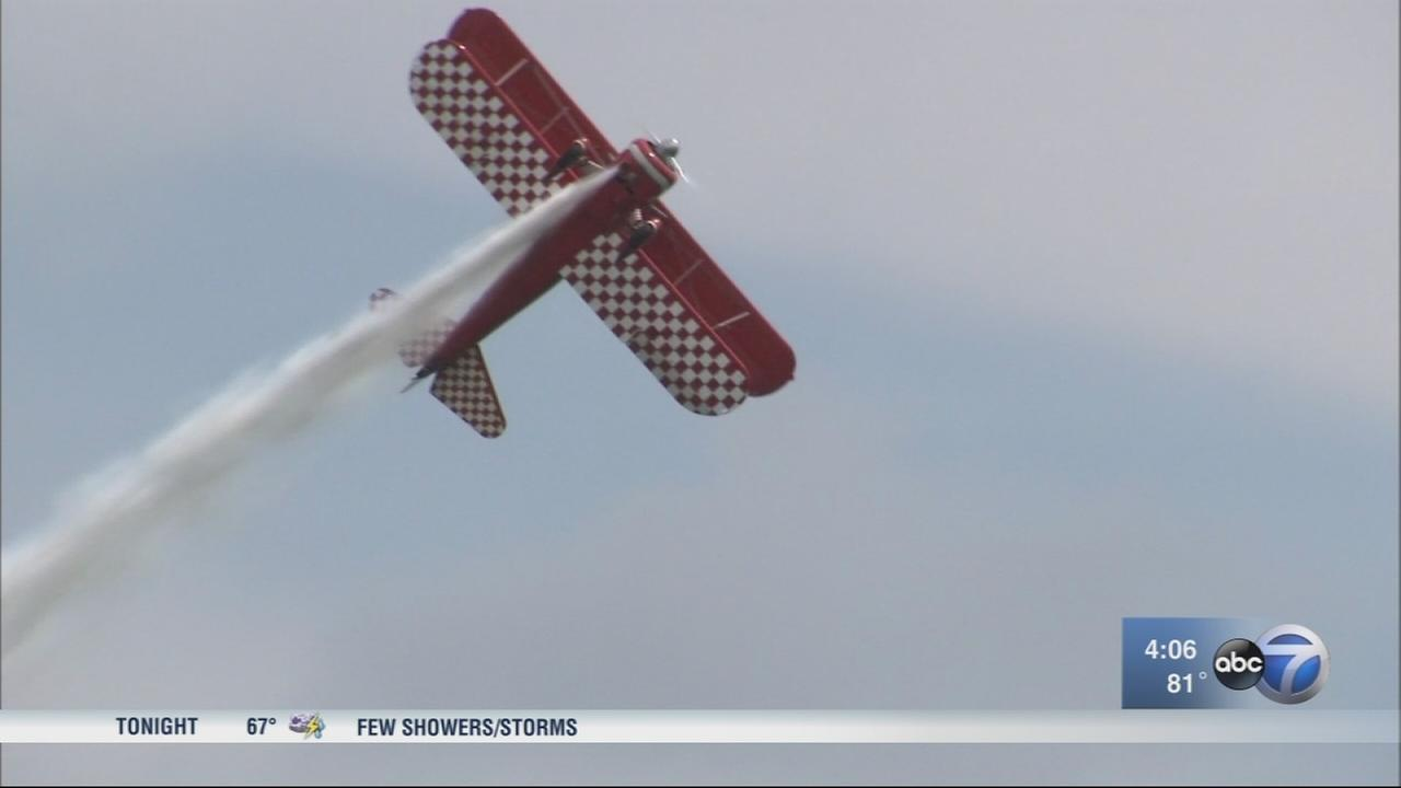 Chicago Air and Water Show stars rehearse above North Avenue Beach