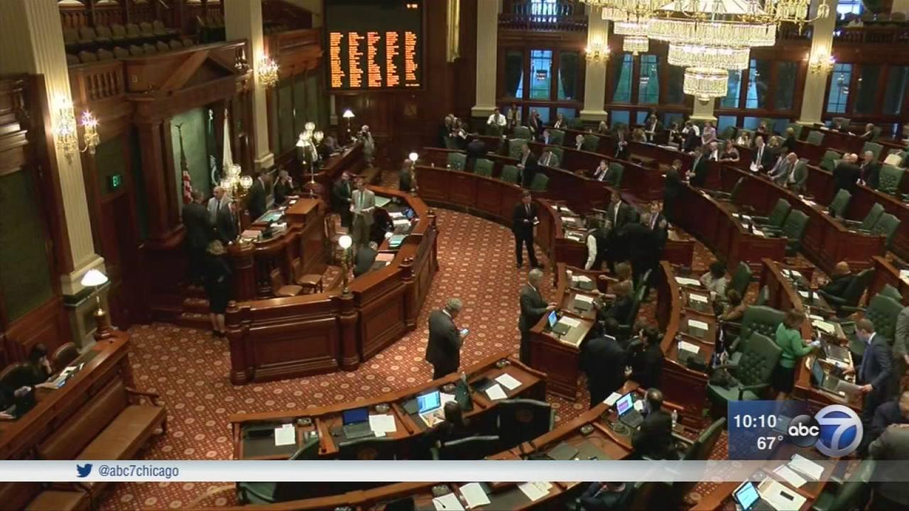 Illinois House passes school funding bill on second try