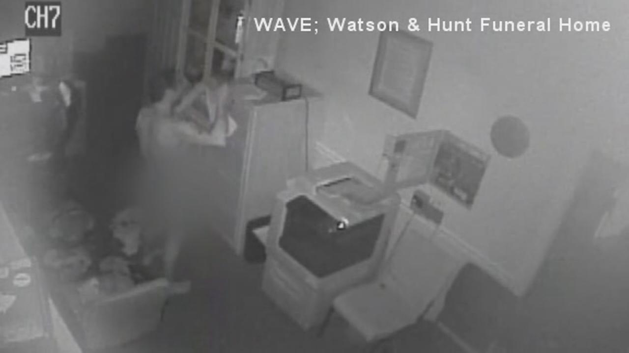 Video: Man breaks into funeral parlor, steals dead mans clothes