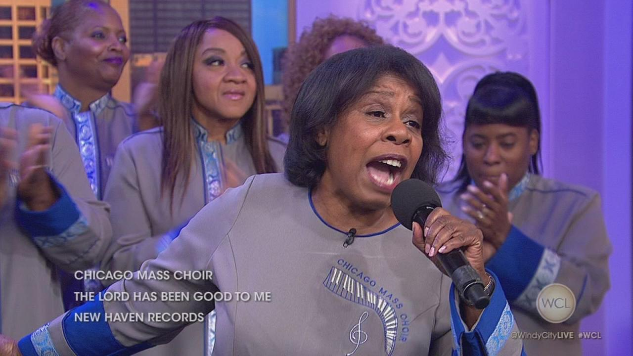 Chicago Mass Choir performs on WCL