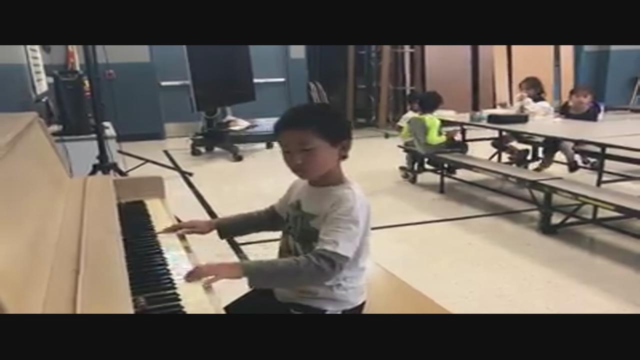 Student, 10, spends recess playing piano for 1st graders
