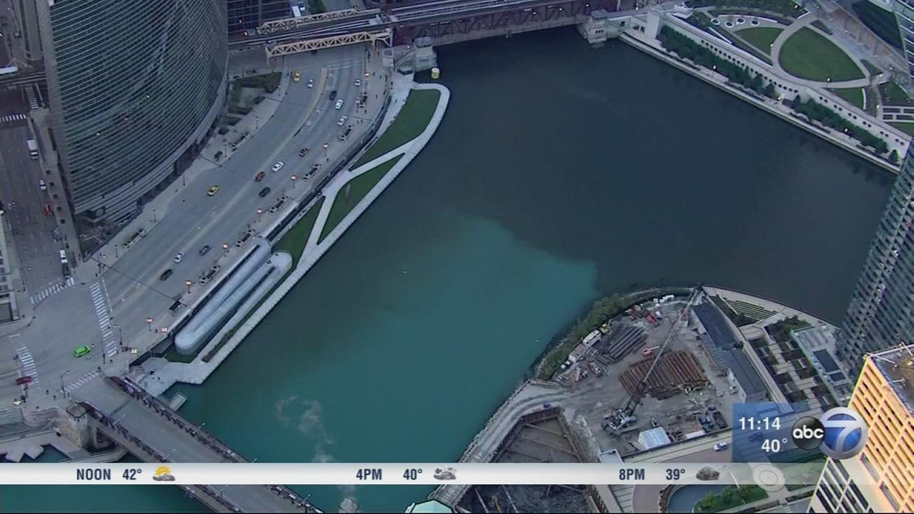 Teal discoloration on Chicago River