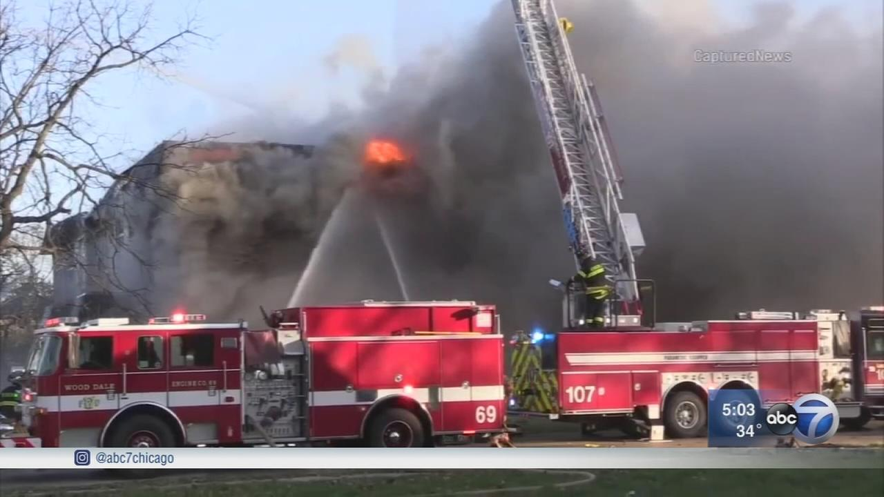 1 dead, dozens displaced in Bensenville fire