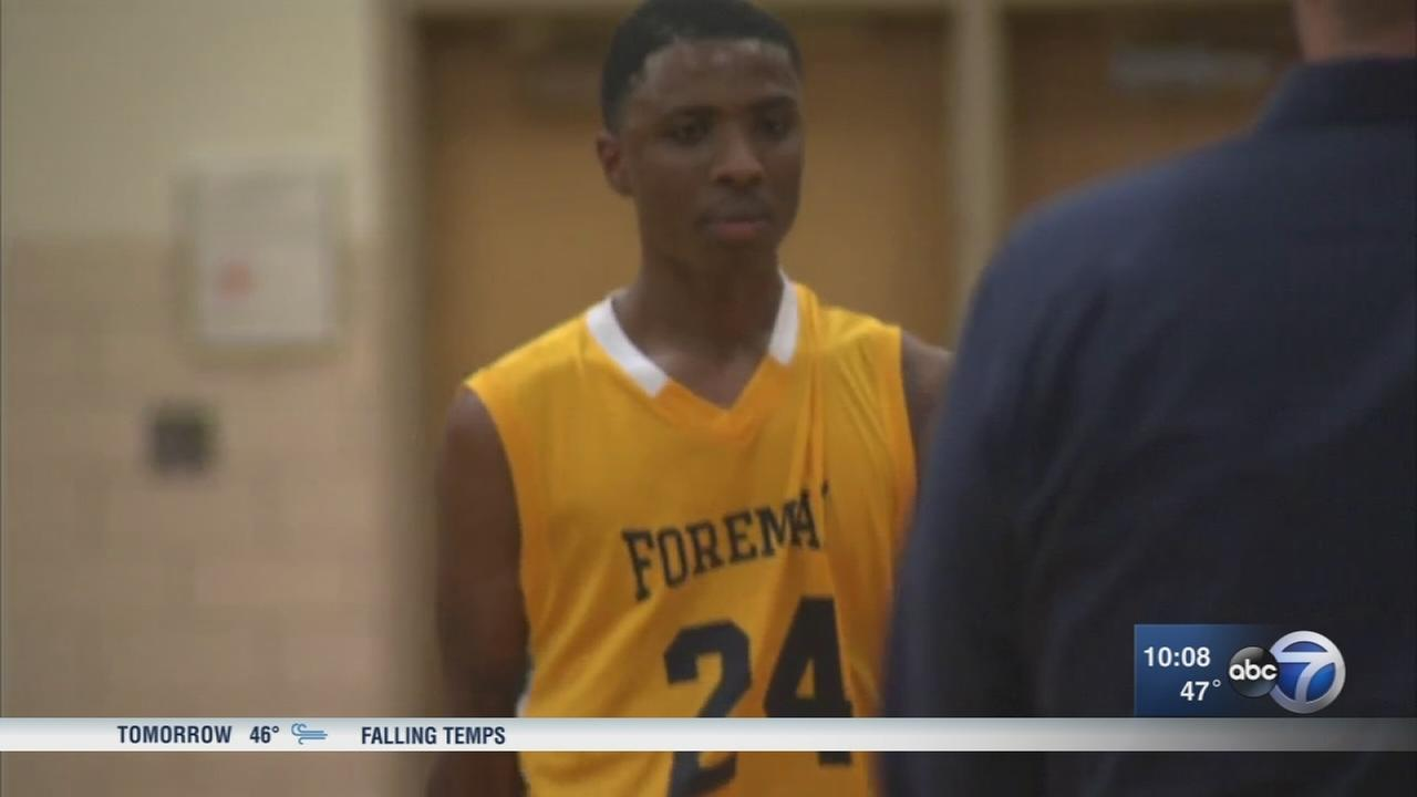 High school basketball player wounded in Chicago shooting returns to court