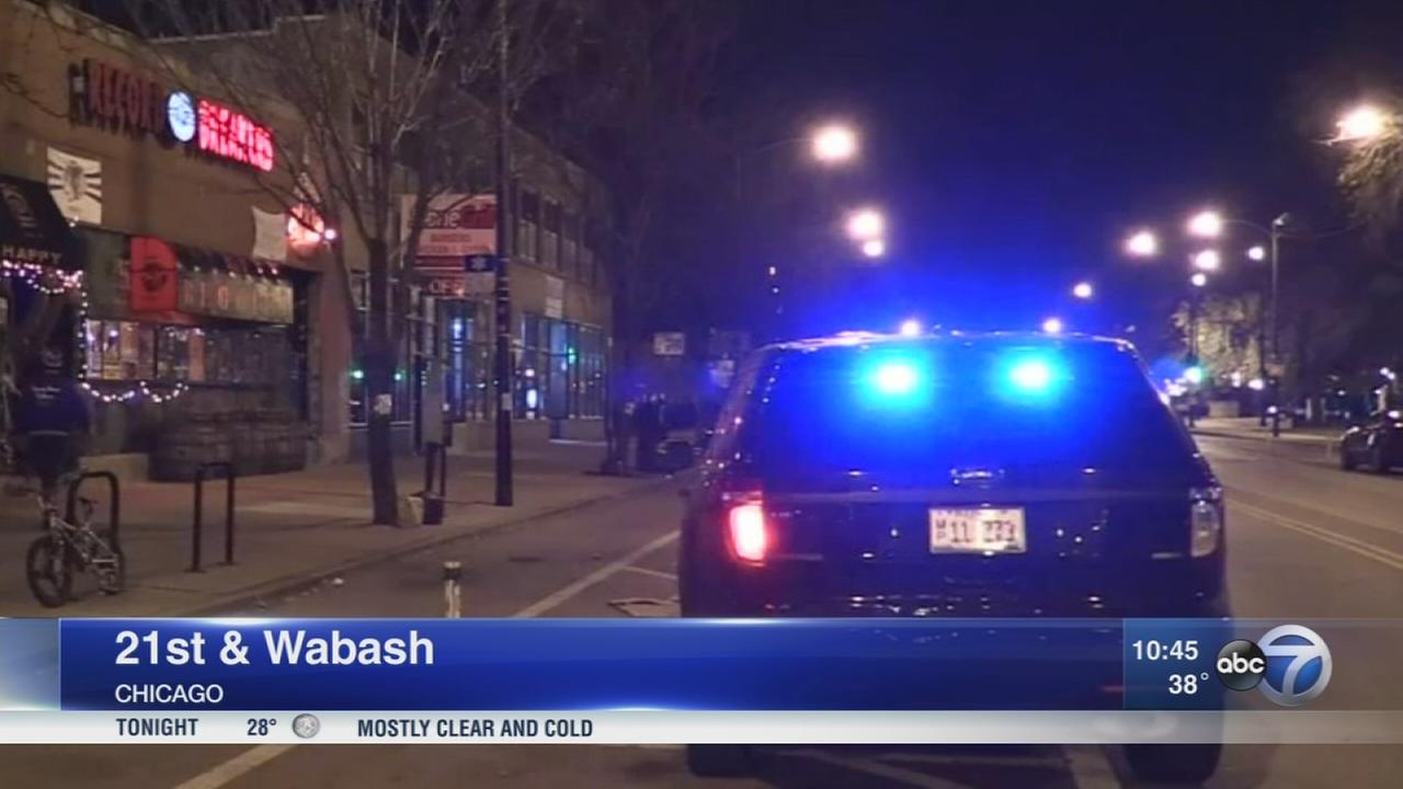 4 robbed at gunpoint in 2 separate South Loop robberies, police say