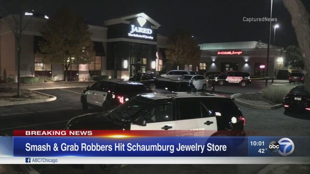 Smash-and-grab robbers strike Schaumburg Jared