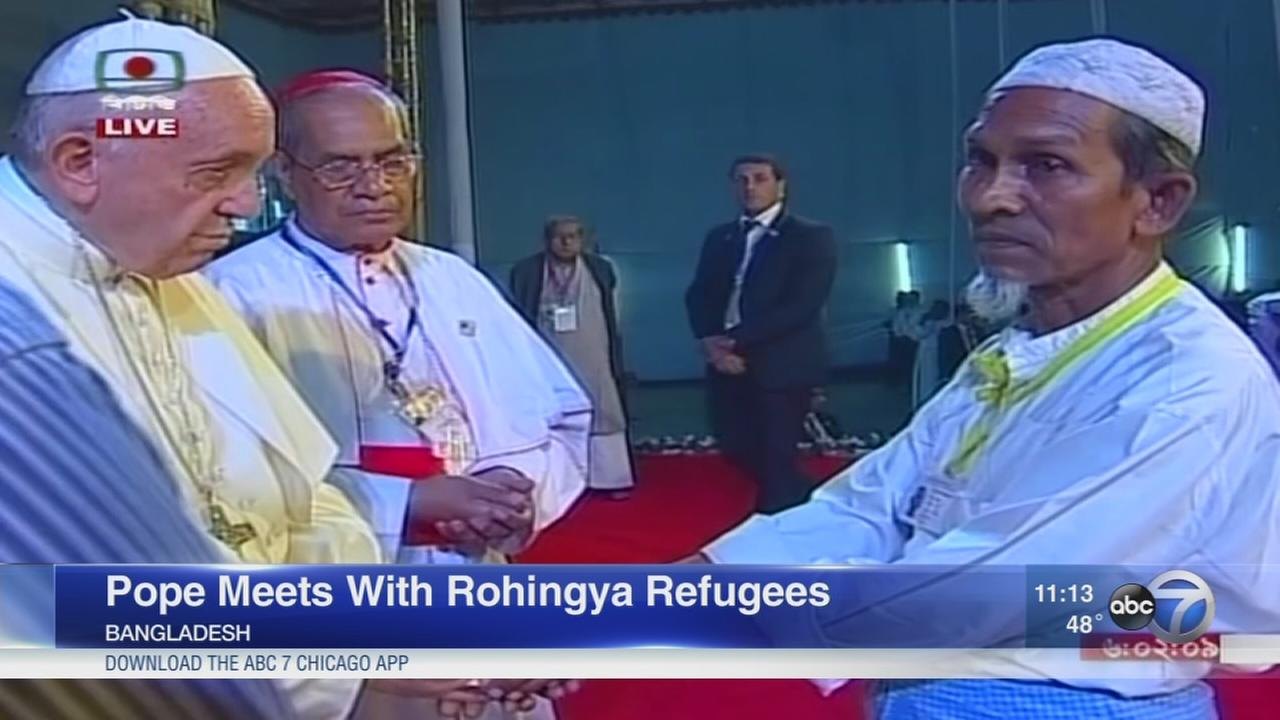 Pope Francis meets with Rohingya refugees