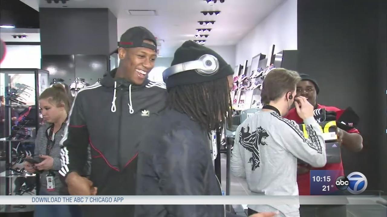 Chicago Bull Kris Dunn treats 25 kids to holiday shopping spree