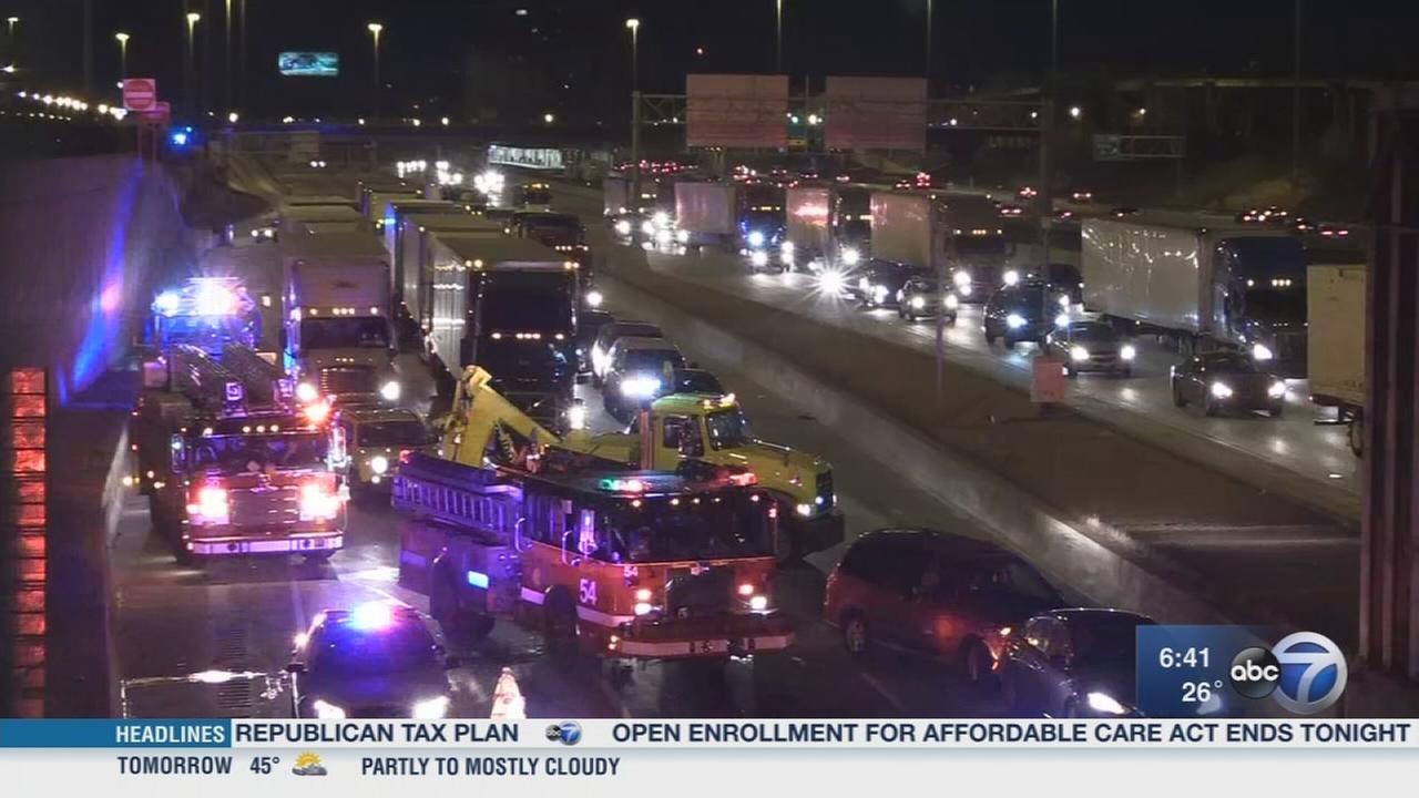 4 hurt, including 3 kids, in Dan Ryan crash