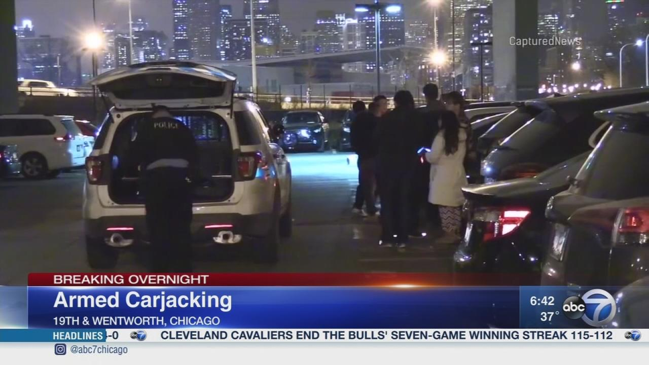 Man, 26, carjacked in South Loop