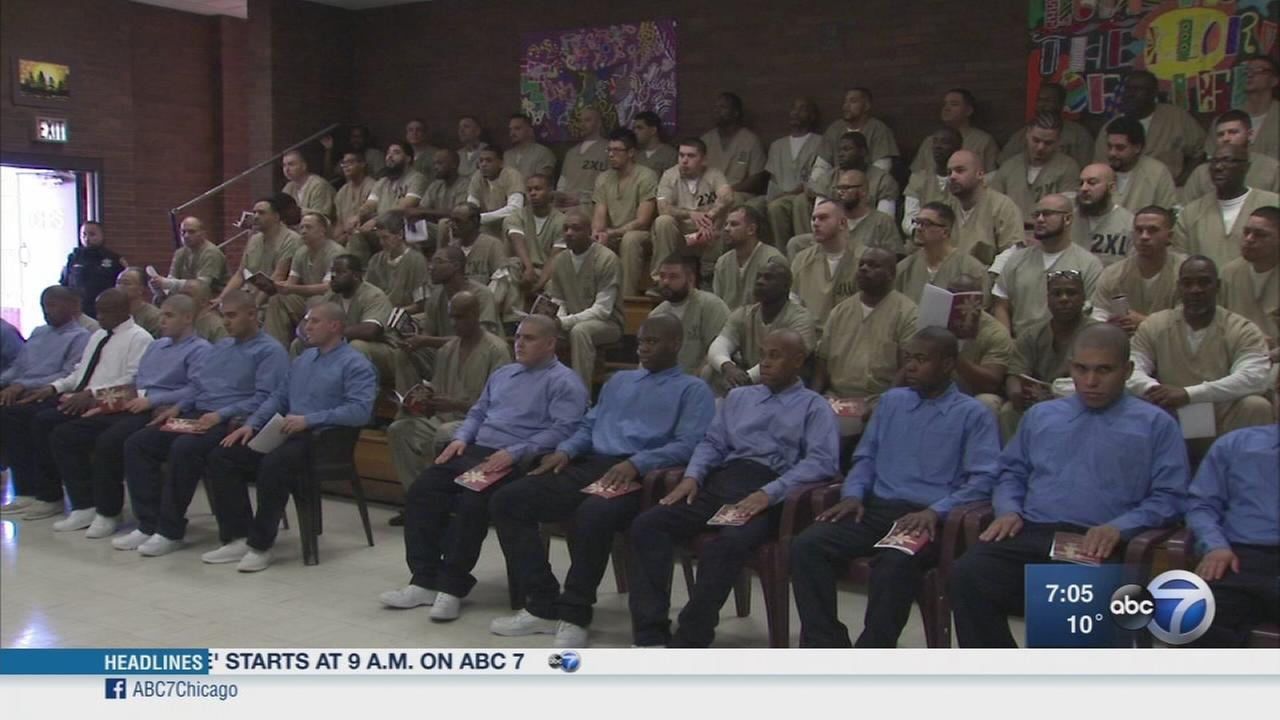 Cardinal Cupich, Jesse Jackson visit Cook County Jail on Christmas