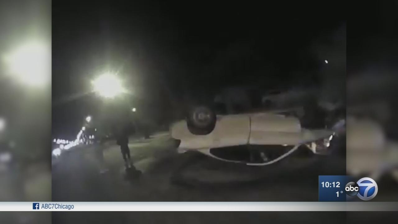 Milwaukee police save teenagers from burning car