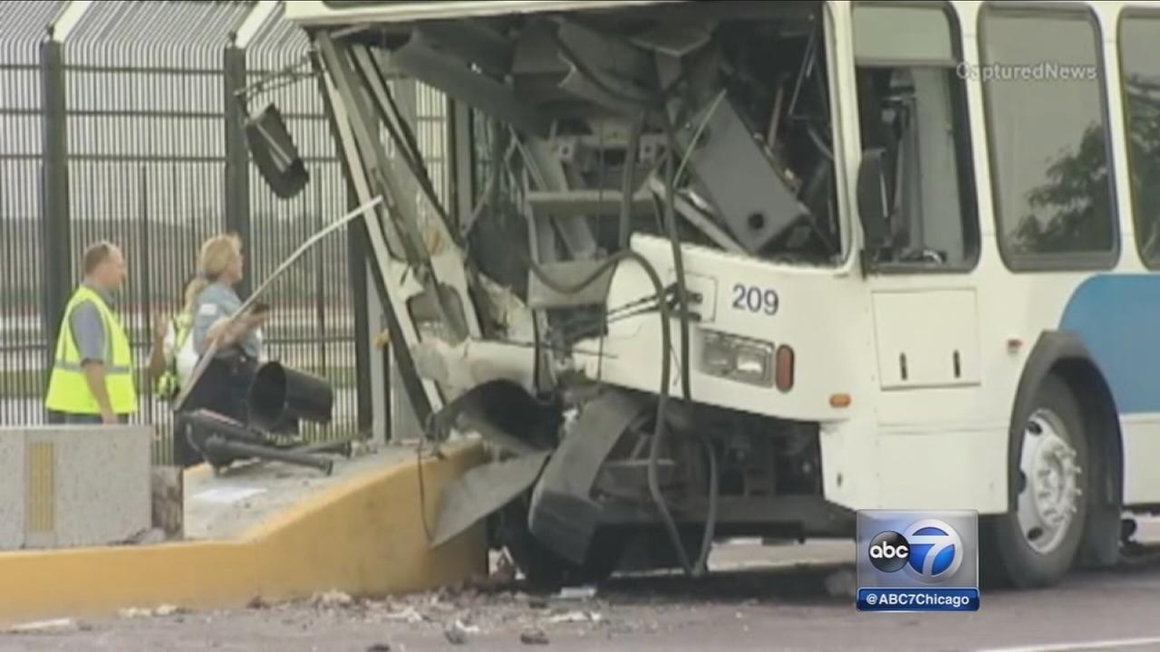 2 Chicago firefighters rescue bus driver from OHare crash