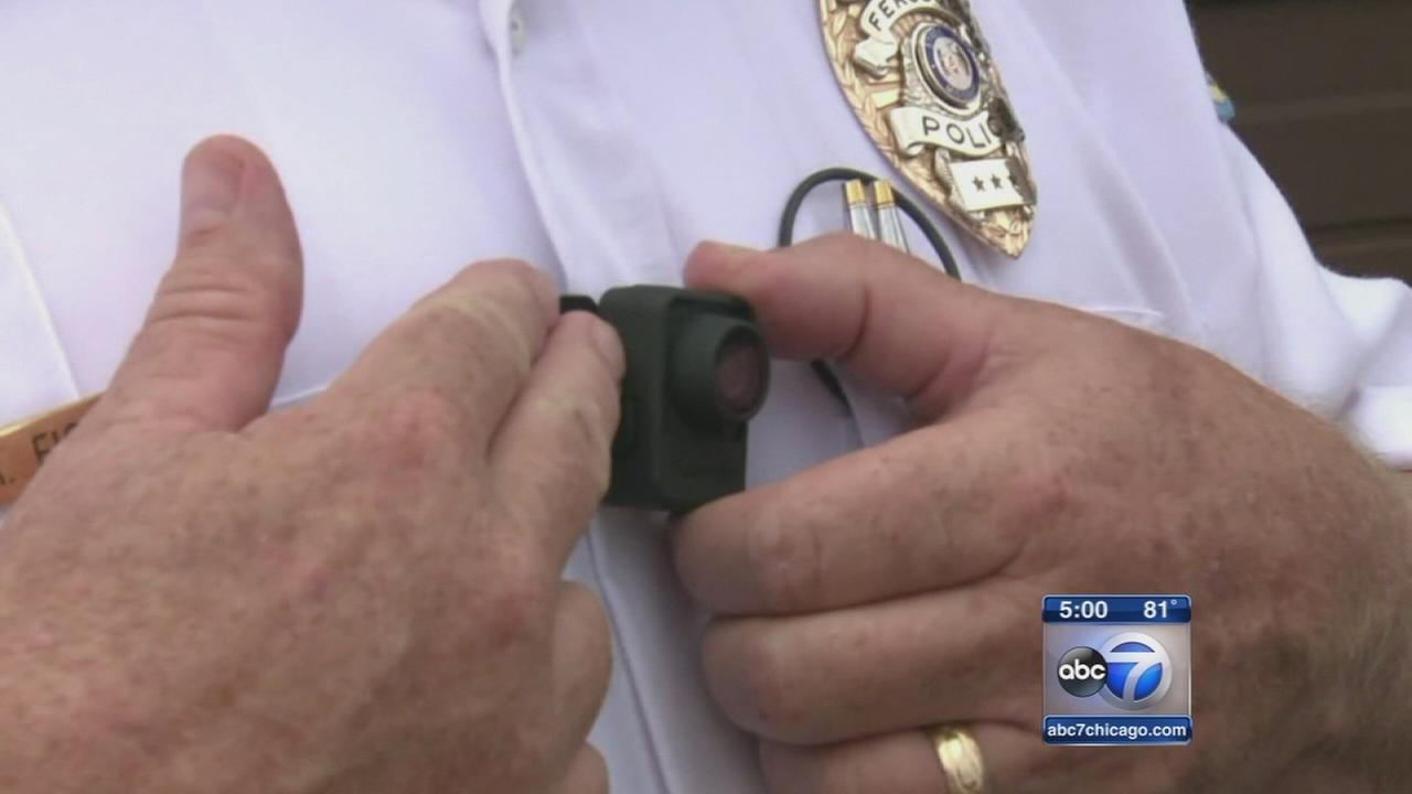 Chicago police in early stages of body camera pilot program