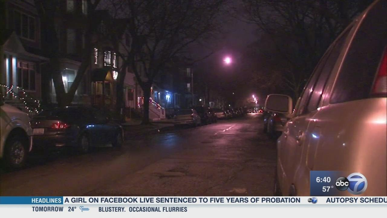 2 robbed at gunpoint in Lakeview
