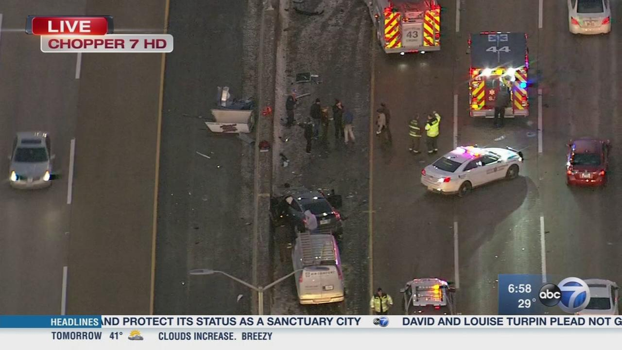 10 vehicles crash on Tri-State Tollway