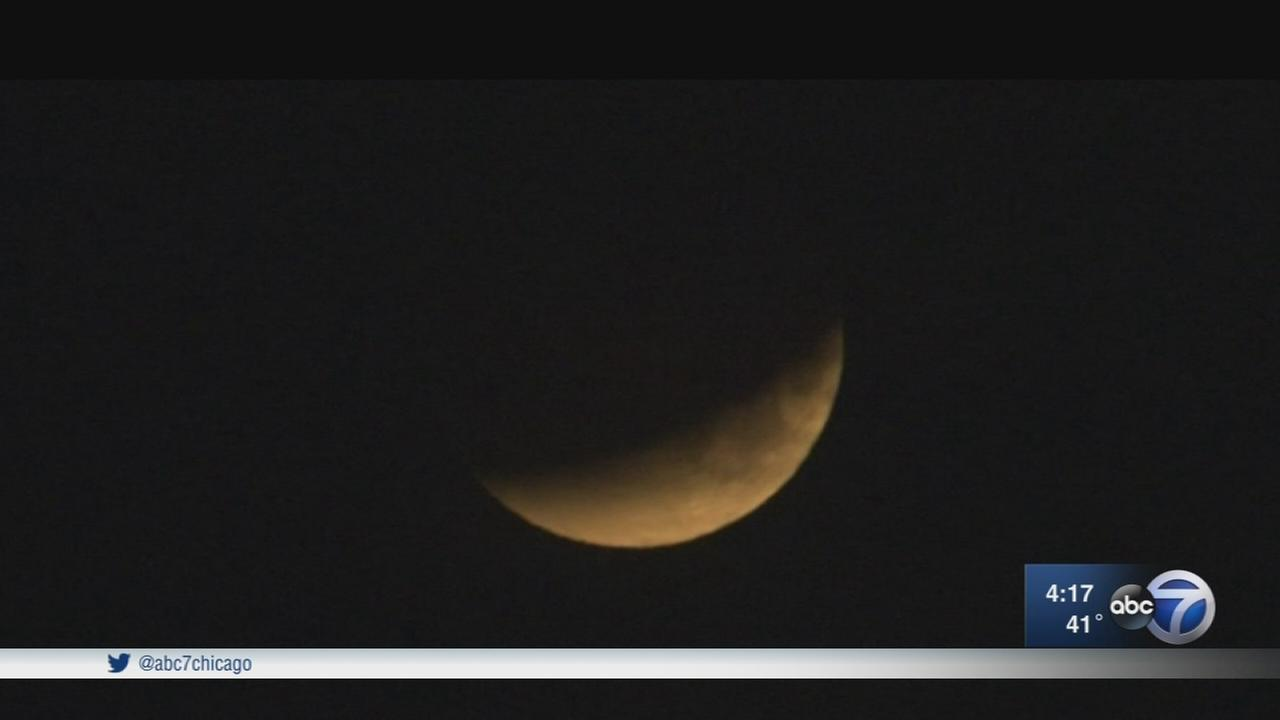 Super Blue Blood Moon appears in Chicago sky