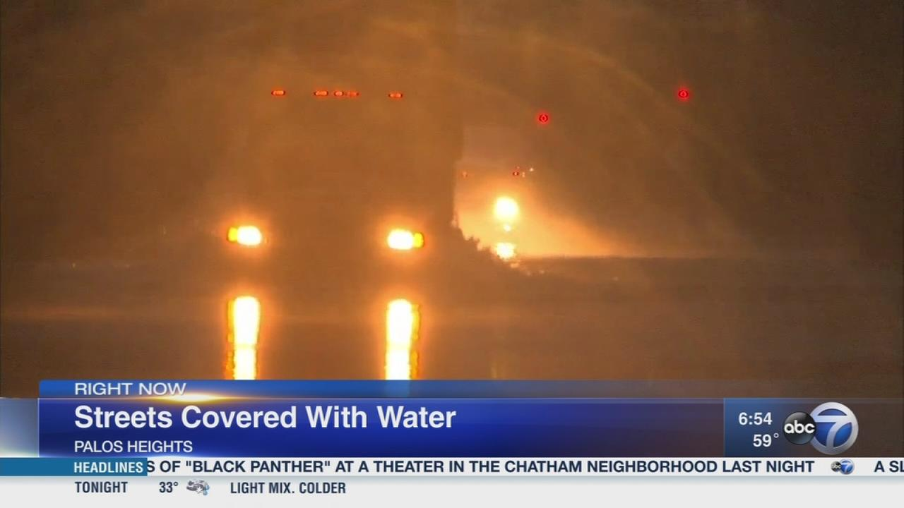 Heavy rains flood Chicago area streets