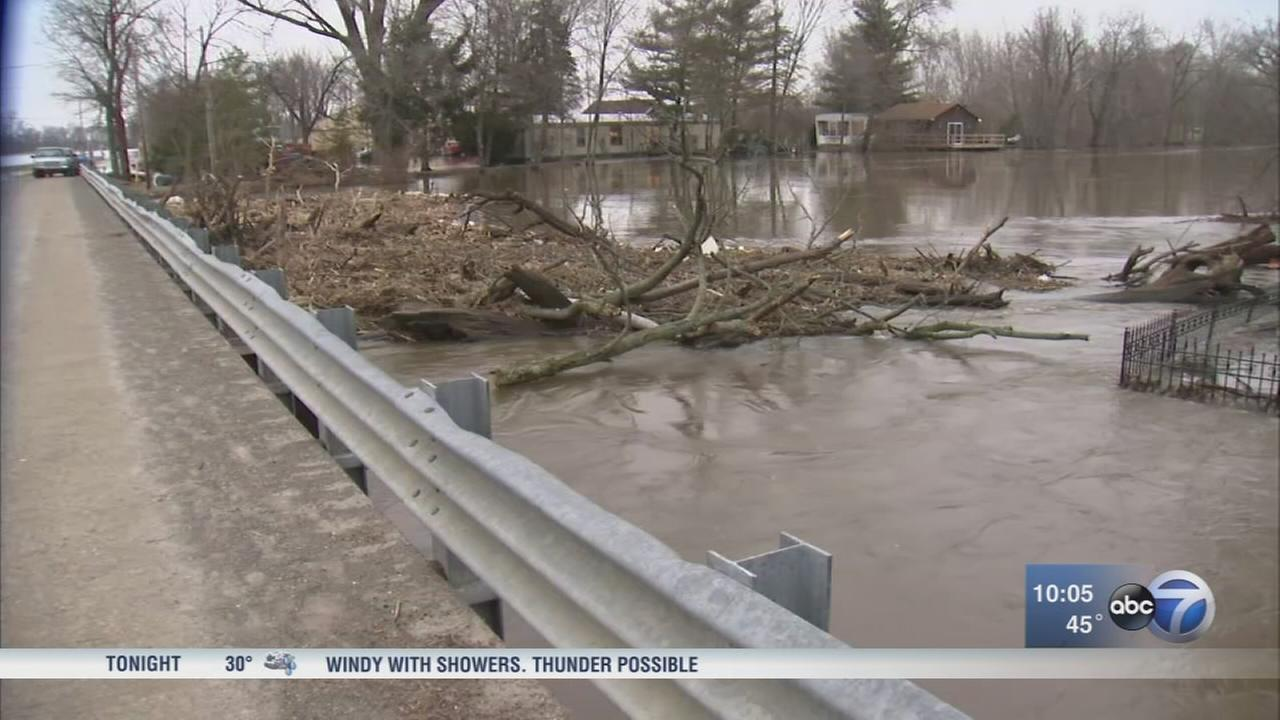 Kankakee River levee breaks, threatens nearby homes in Jasper County, Indiana